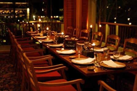 Dinner Table Background table manners: what others expect