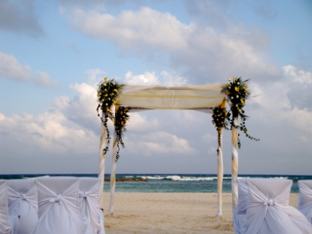 destination wedding etiquette, proper wedding etiquette, wedding guest attire etiquette