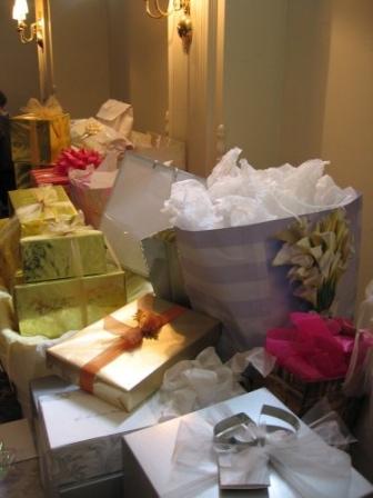 wedding gift etiquette, wedding gift amount etiquette, sending a wedding gift etiquette